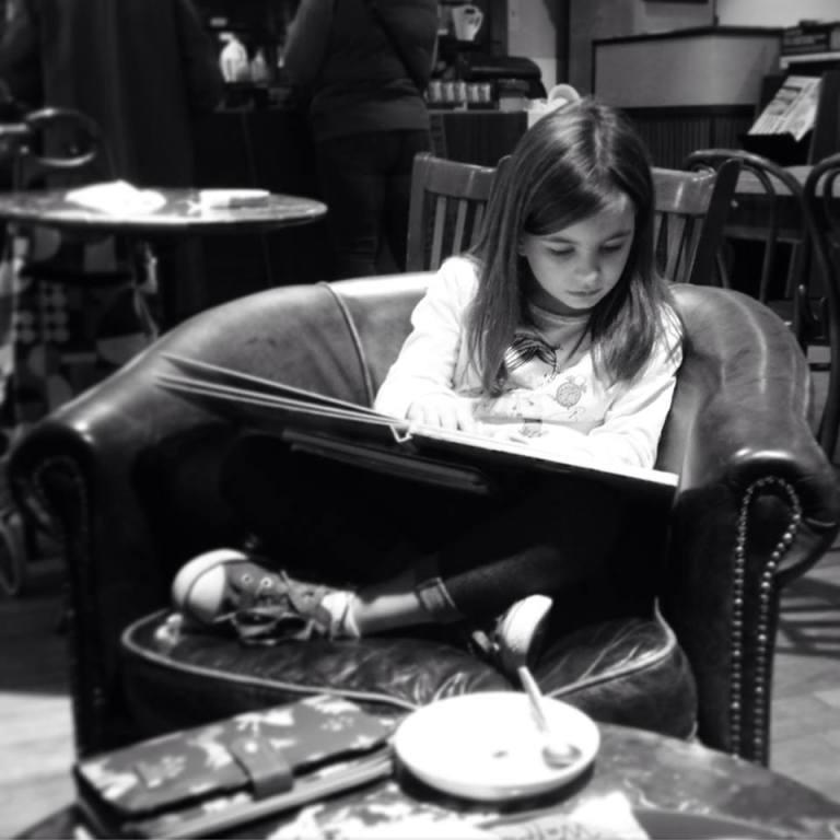 Elpheen reads